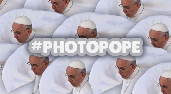 Image de couverture de l'article : #PhotoPope Quand Twitter transforme le Pape François en mème